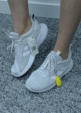 Легкі кросівки