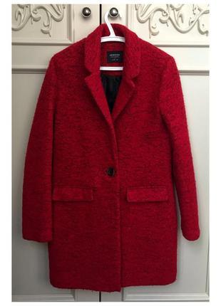 Красное бардовое пальто reserved с карманами на пуговице