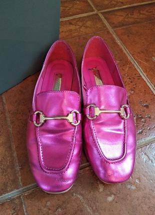 Стильные туфли-лоферы цвет малиновый металлик