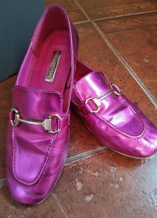 Стильные туфли-лоферы цвет малиновый металлик2 фото