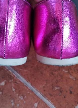Стильные туфли-лоферы цвет малиновый металлик3 фото