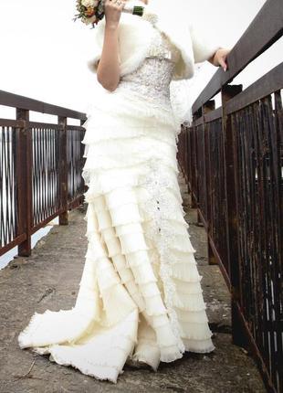Свадебное платье ручной вышивки +накидка меховая