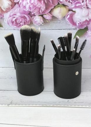 Кисти для макияжа в черном тубусе - 12 штук