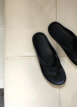 Вьетнамки/сланцы/шлепанцы crocs - classic flip flop