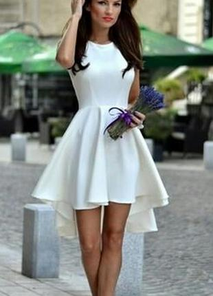 Шикарное летнее праздничное белое платье с украшением(снимается)