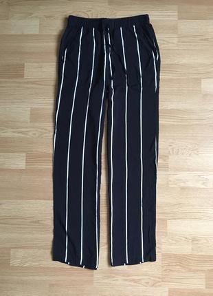 Стильные штаны в полоску