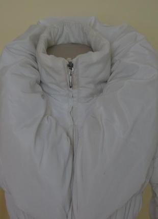 Теплая белая курточка на синтепоне2 фото