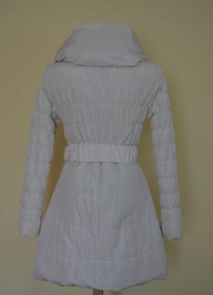 Теплая белая курточка на синтепоне3 фото