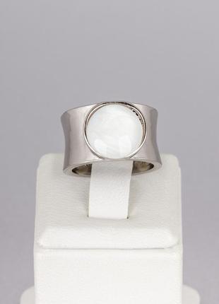 Кольцо с круглой перламутровой вставкой