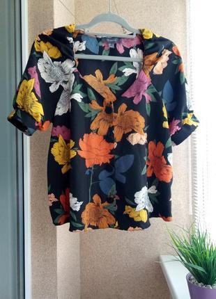 Красивая летняя блуза в ретро стиле в цветочный принт