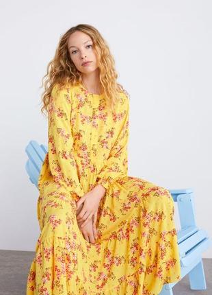 Zara платье в цветочный принт, s, m, l