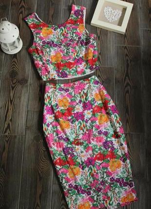Фактурный костюм юбка миди и топ с цветочным принтом на молнии