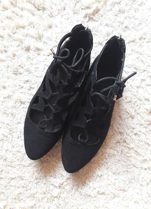 Туфли на шнуровке лодочки