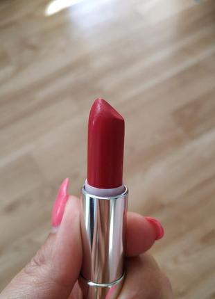 Продам помаду мейбелин lady red 527