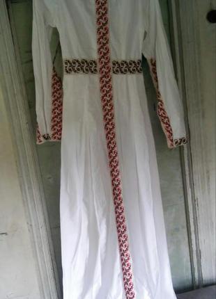 Вышитое платье в средневековом стиле
