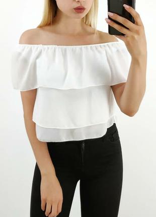 Белый топ блуза с воланами воланы, рюши на плечи с открытыми плечами