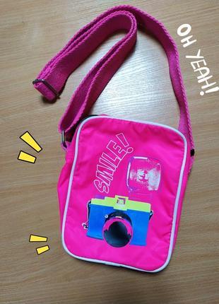 Яркая розовая маленькая яскрава рожева спортивная сумка на плечо new yorker