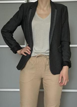 Темно-серый пиджак с длинными рукавами для высоких