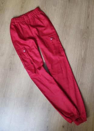 Красные штаны с карманами от prettylittlething