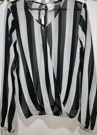 Стильная блуза в полоску черно белая