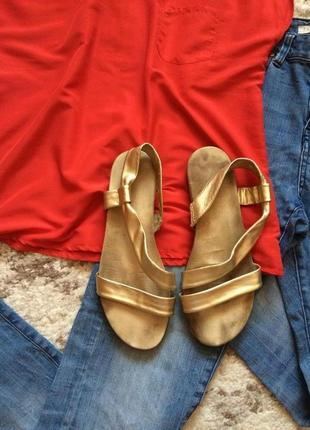 Фирменные золотистые босоножки aerosoles,яркие летние сандалии