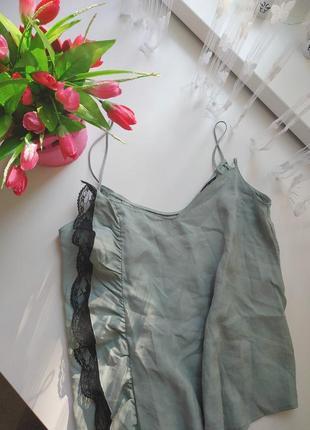 Блуза на тонких бретелях с кружевом