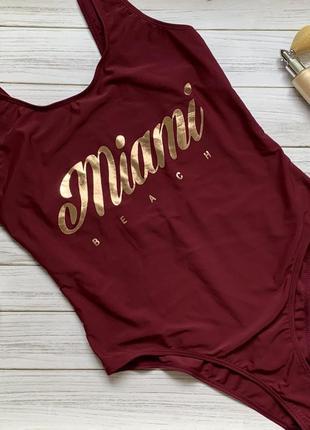 Стильный купальник монокини цвета марсала с надписью miami beach l