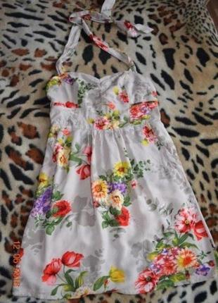 Красивое белое платье сарафан в цветочный принт