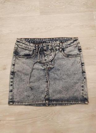 Джинсовая юбка мини со шнуровкой