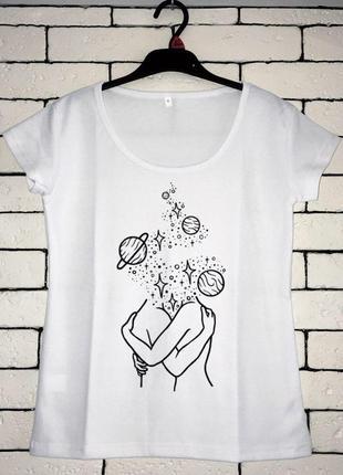 Женская футболка с принтом - космическая любовь, минимализм, футболка с рисунком2 фото