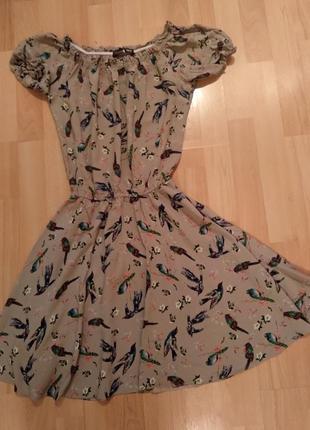 Платье бежевое с принтом
