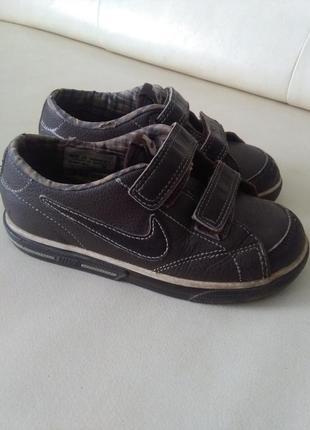 Кожаные фирменные кроссовки nike