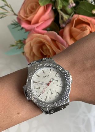 Женские красивые наручные часы на каучуковом ремешке черные с белым