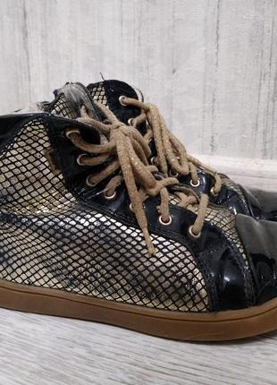 Красивые стильные ботиночки сникерсы кеды