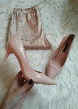 Шикарные удобные туфли лодочки цвет пудра,  нюд. лаковые