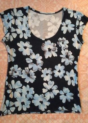 Легкая футболочка с цветочным принтом на 48-50 размер