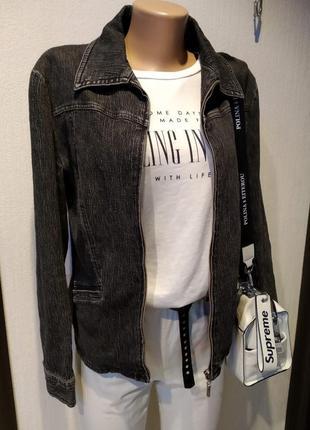 Стильная базовая куртка пиджак парка черная с эффектом варенки
