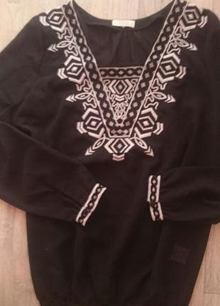 Трендовая блуза с вышивкой