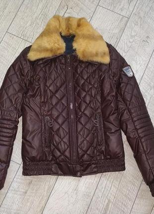 Стеганная модная куртка с   натуральным меховым воротником