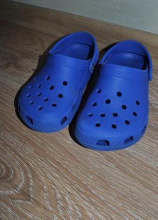 Синие кроксы crocs