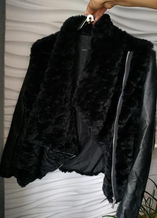 Чёрная меховая куртка косуха new look с комбинированными рукавами2 фото