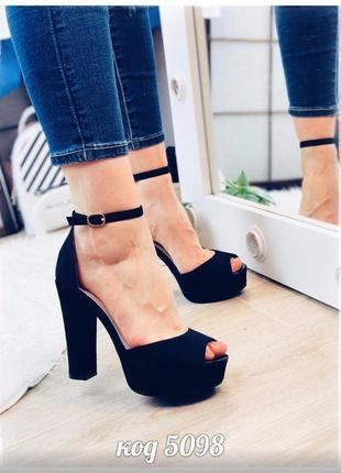 Шикарные чёрные босоножки на высоком каблуке
