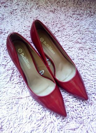 Распродажа ! классические элегантные лаковые туфли лодочки на шпильке