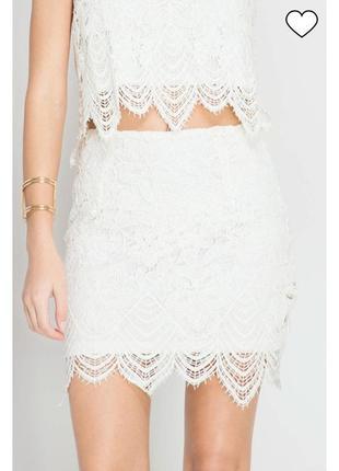Очень красивая кружевная белоснежно-белая юбка