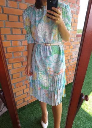 Оригинальное платье с плиссировкой плисе