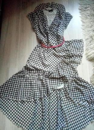 Шикарное актуальное платье с воланами