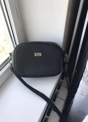 Чёрная сумка с воланчиком