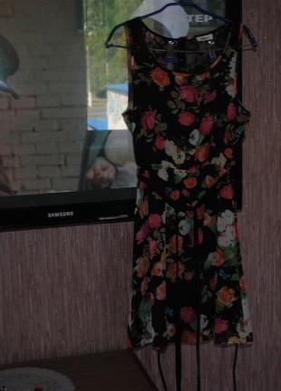 Скидка!нарядное  платьице в цветочный принт