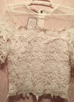 Нежная кружевная блуза с молнией на спине