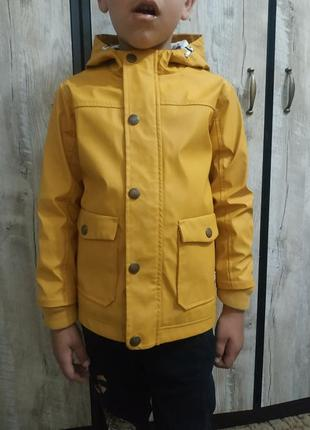Куртка-дождьовик.